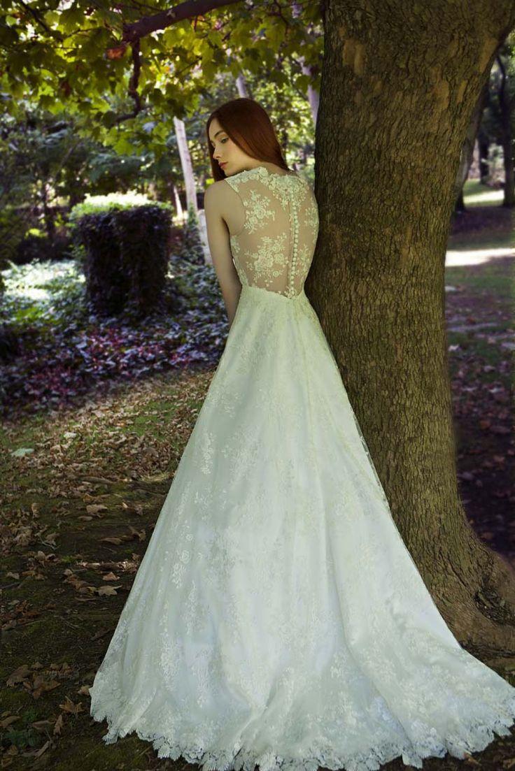 Our //Josefine// #lace #Vintage #gown