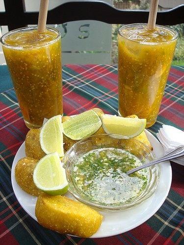 Jugo de lulo, empanadas con aji y limon. Valle del Cauca , Colombia