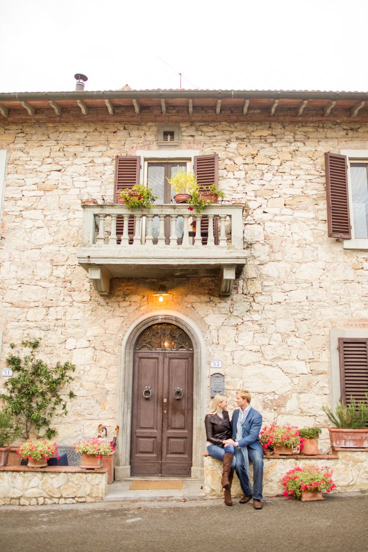 In love in Tuscany. #mikelarson #tuscany #italy #engagementportraits