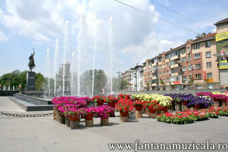 flowers festival Craiova 10 - From May 30 to June 2nd the entire Craiova City Center became the host for the Craiova Flowers Festival 2008. All the area near the musical fountain was inundated with flowers and decorative objects. Hosted by www.iCraiova.com
