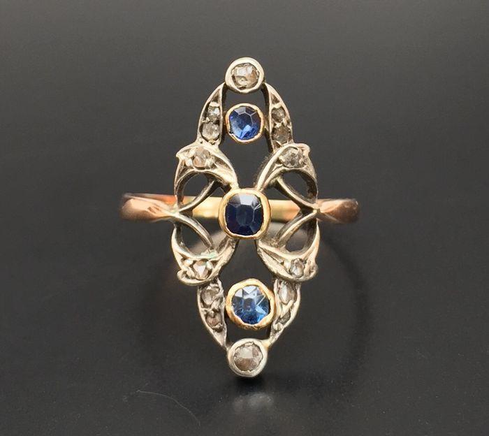 Online veilinghuis Catawiki: 19e eeuwse marquise ring van 18 kt roze- en witgoud, bezet met saffieren en diamanten.
