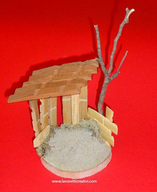 Capanna del presepe realizzata con le mollette di legno. COME REALIZZARE UNA CAPANNA Presepe fai da te Materiale: fetta di legno 12 mollette di legno grand