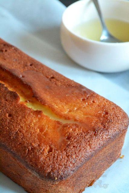 Αν λατρεύετε και «λιώνετε» για τα κέικ με λεμόνι, αυτό το λεμονάτο, το ζουμερό, το αρωματικό! Δοκιμάστε αυτό το κέικ και σας
