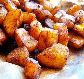 NegroNews vous propose aujourd'hui une recette qui nous vient du Ghana, le Kelewele.Un délice préparé à partir de la banane plantain mûre bien assaisonné avec du gingembre, poivre etc. et frits dan...