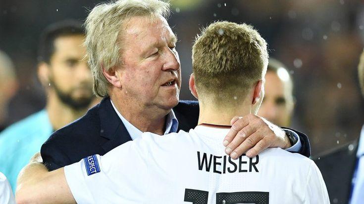 DFB-Sportdirektor sichtlich gerührt.  8,7 Millionen TV-Zuschauer sahen deutschen Triumph. Nach Abpfiff gabs einen
