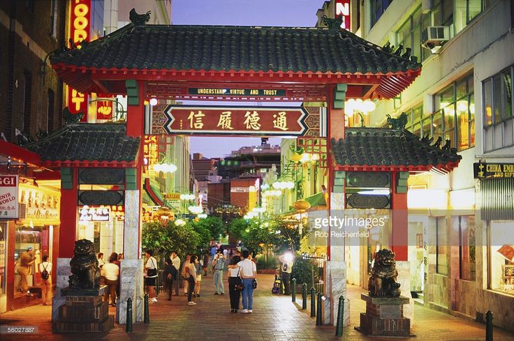 Stock Photo : Australia, New South Wales, Sydney, Chinatown entrance in Dixon Street at dusk.