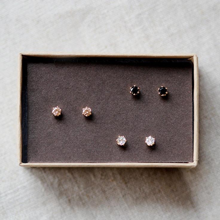 nova trio (ON BACKORDER). $60,00, via Etsy.: Gold Stud Earrings, 60 00, Nova Trio, Tiny Gold, Trio Earrings, Gold Studs Earrings, Jewelry, Nova Earrings, Accessories