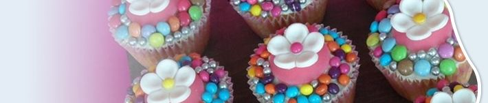 taartdecoratie maken met boetseerklei van ricekrispies