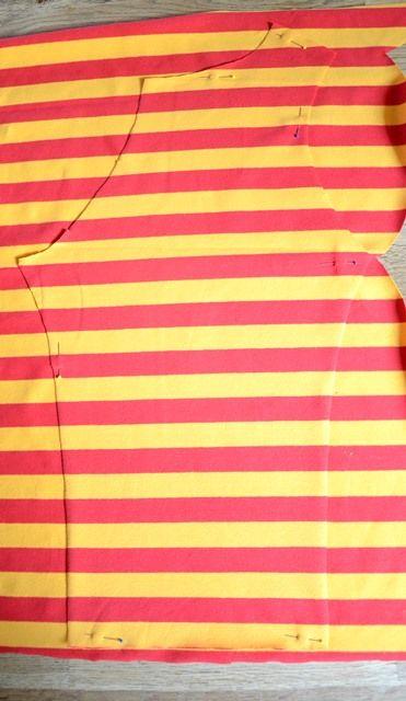 Wie du Ärmel für ein Shirt aus Streifen nähst, die hinterher schön symmetrisch…
