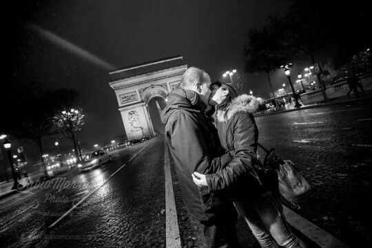 Arc de Triomphe - engagement photosession in Paris. Book your photosession worldwide on www.fabiomarras.com