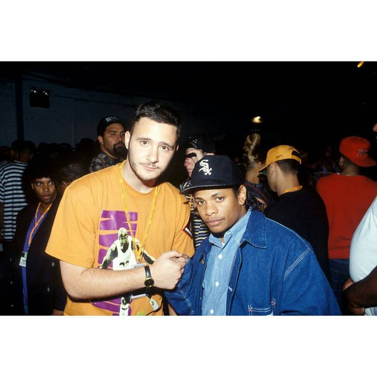 Everybody wanted to take a photo with him. And he would always say YES! New York 1992  -  Photo by: @chimodu  #eazye #eazyduzit #wewanteazy #ericeazyewright #compton #legend #icon #90s #1990s #hiphop #rap #goldenera #music #littlebigman #nwa #ericwright