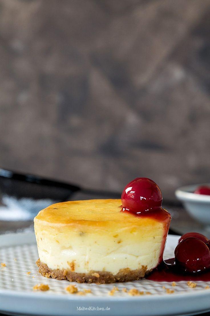 Cremige #Käsekuchen Törtchen mit einem #Kompott aus #Sauerkirschen | #Rezept von malteskitchen.de