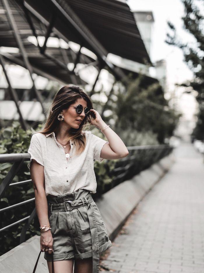 Short taille haute kaki et chemise en gaze de coton