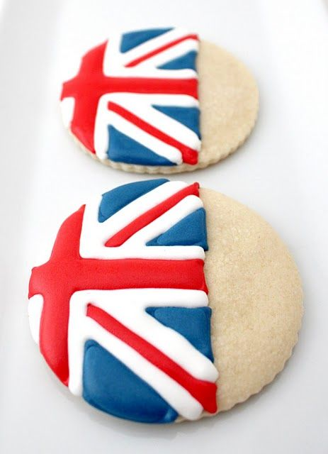 Festively delicious Iced Shortbread Cookies. #WOWfoodanddrink