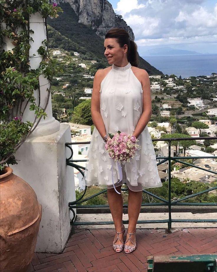 Is not she lovely? Our #capribride #capri #bride#heirateninitalien #heiratenaufcapri#hochzeitsplaner#destinationweddingplanner#italien#italy#kaviargauche#hochzeitskleid @kaviargauche_official #weddingdress#weddinggown styling @denniscreuzberg venue @quisisanacapri