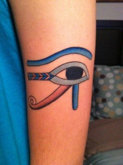Les 25 meilleures id es de la cat gorie tatouage horus sur pinterest tatouage d 39 anubis il - Oeil d horus tatouage ...