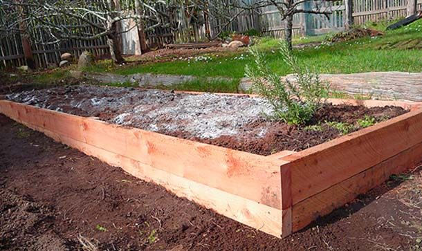 Building a raised garden bed over sloping ground is simple if you build it 'in place'. Here's the easiest way to build a level bed over uneven ground.