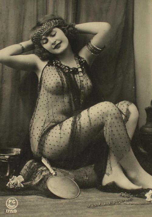 Flapper 1920's that body type!