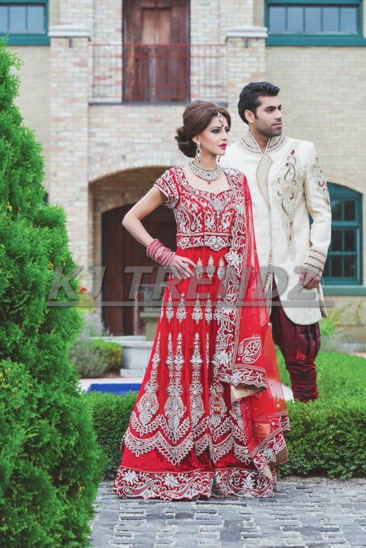"""""""TRADITIONS AND OUR ATTITUDE"""" ARE THE 2 KEY ELEMENTS THAT DEFINE OUR PERSONALITY. WEAR THE TRADITIONAL YET MODERN LONG TOP DRESS, AND SHOWCASE YOUR SENSE OF STYLE AND PERSONALITY TO THE WORLD."""