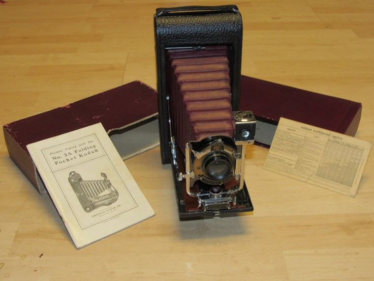 EXCEPTIONAL ANTIQUE EASTMAN KODAK 3A B4 FOLDING POCKET CAMERA RED BELLOWS IN BOX