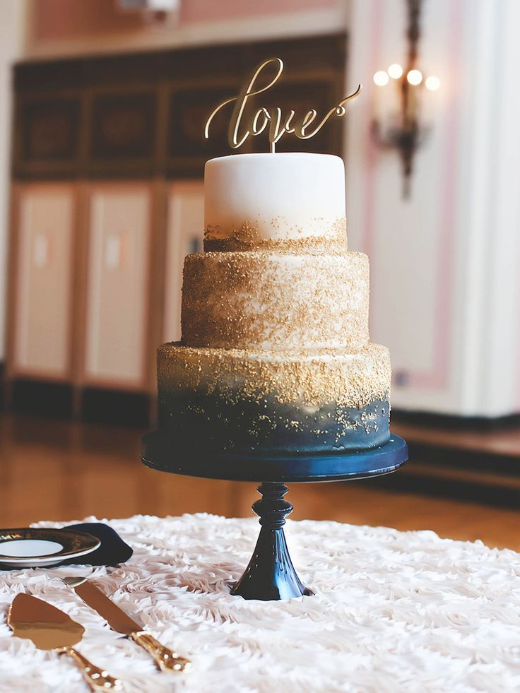 18 Reasons Why You Need a Metallic Wedding Cake | Photo by: SCHMIDT PHOTOGRAPHY | TheKnot.com