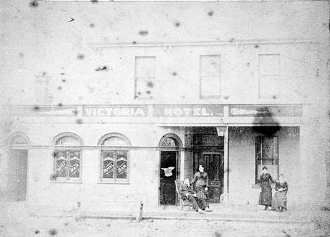 Footscray 1887. Victoria hotel in Victoria Street.  It later burnt down. #history #melbourne