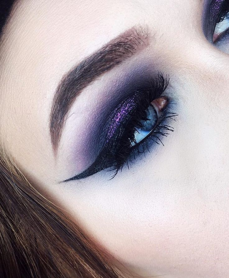 Smokey eye with sharp-edged eye makeup look by muamaano