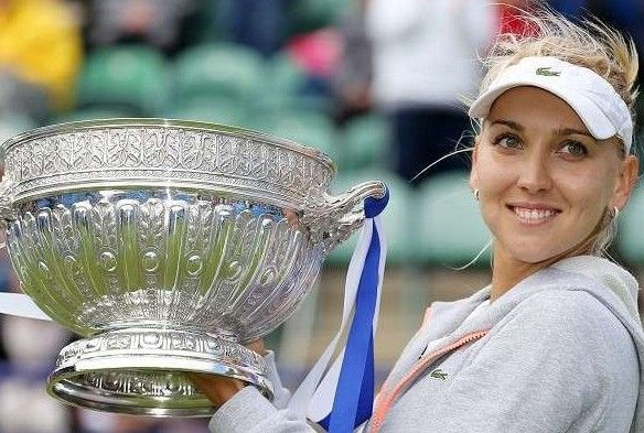 Vesnina hits top gear to take crown