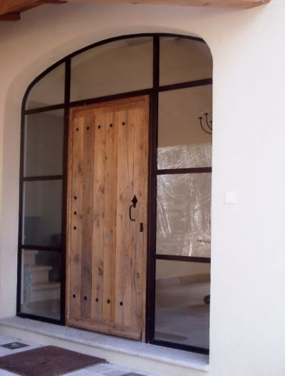 ★ like the black frame with raw wood door