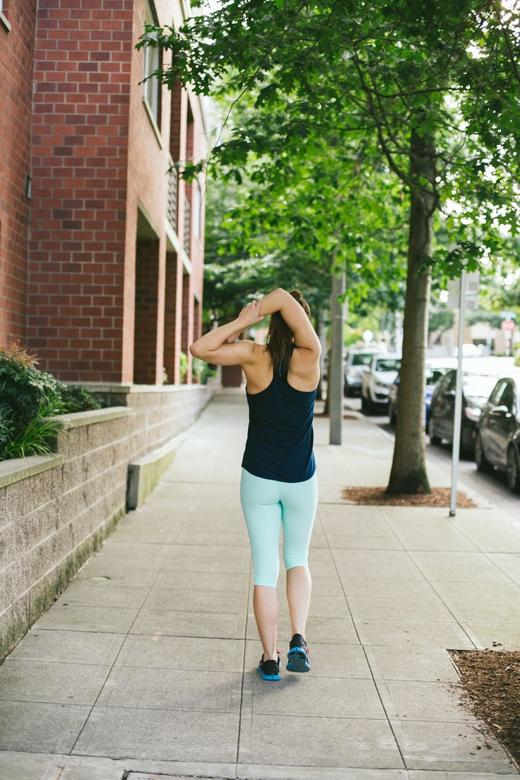 Take a breather and stretch it out in the Cool Teal Dare Capris