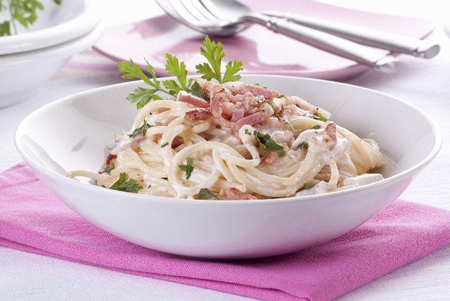 creamy-classic-pasta-carbonara-178161 Image 1