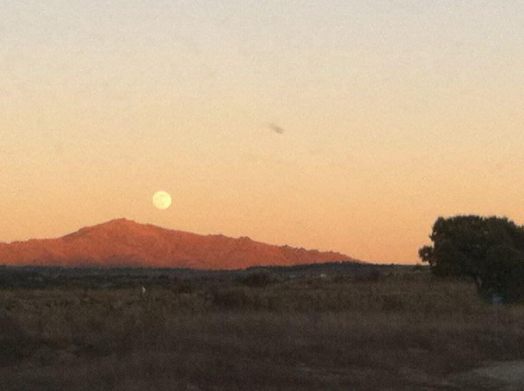 Nunca una noche pudo vencer a un amanecer, ni un problema a la esperanza #sierra #madrid #spain