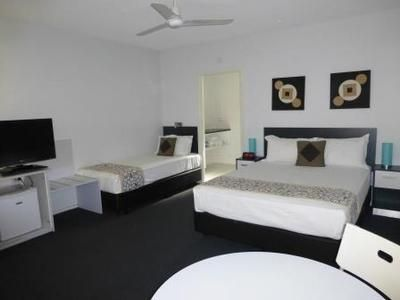 standard room - the beach motel Hervey Bay