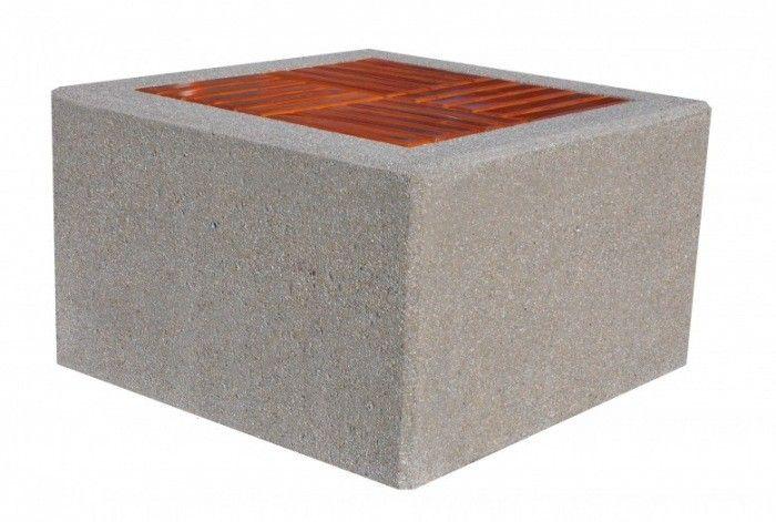 Ławka betonowa  Wysokość cakowita(cm): 60 Długość całkowita (cm): 100 Szerokość cakowita (cm): 100 Grubość listew(cm): 4 Waga około 500 - 600 kg  Części metalowe zabezpieczone farbami antykorozyjnymi lub ocynkowane  Duża waga ławki powoduje, że trudno ją przesunąć i nie ma potrzeby przykręcana jej do podłoża. Więcej na www.cityarch.eu