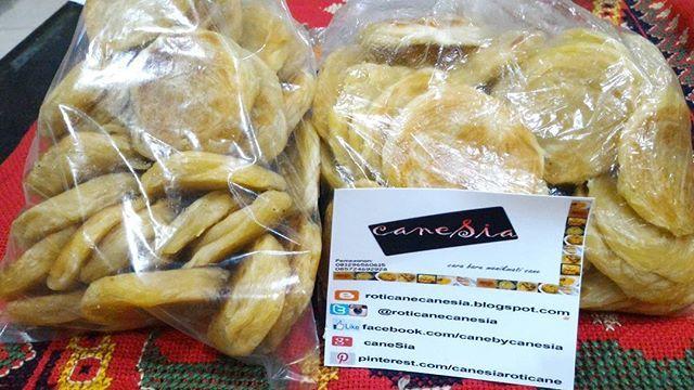Ready to order, caneSia UNYIL!  Just for your special moment.. caneSia menyediakan Roti Cane fraozen (original) & berbagai topping. Ukuran regular, mini, dan unyil.  •www.roticanecanesia.blogspot.com •IG & twitter @roticanecanesia •Facebook canesia •Delivery by GO-FOOD •pengiriman luar kota by JNE •Menerima reseller •Menerima pesanan banyak  #roticane #rotimaryam #trustedonlineshop #trustedseller #canesia #foodie #foodstagram #foodporn #jktculinary #jktfoodbang #culinary