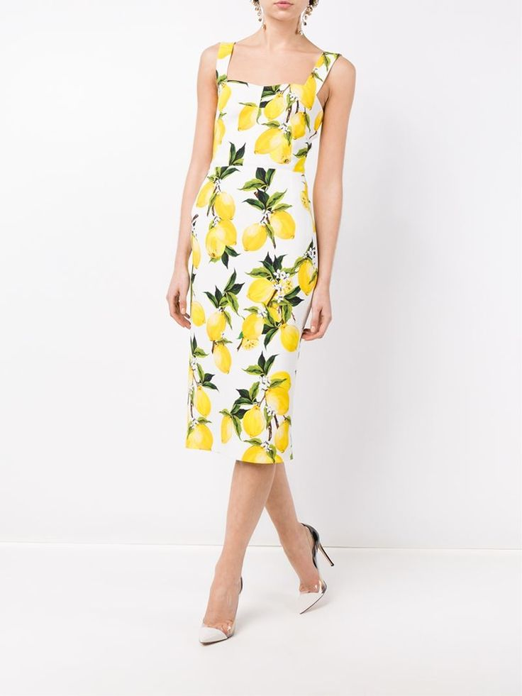 ¡Cómpralo ya!. Dolce & Gabbana Printed Sleeveless Dress. This white Dolce & Gabbana printed sleeveless dress from the Resort 2016 collection is adorned in this season's striking yellow and green lemon print - a tribute to the designer's Sicilian heritage. The ideal holiday accompaniment, this event-ready piece adopts an extremely elegant silhouette, with a square neckline and narrow longer-length skirt. Keep all eyes on the pattern by teaming the dress with understated heels and minimal…