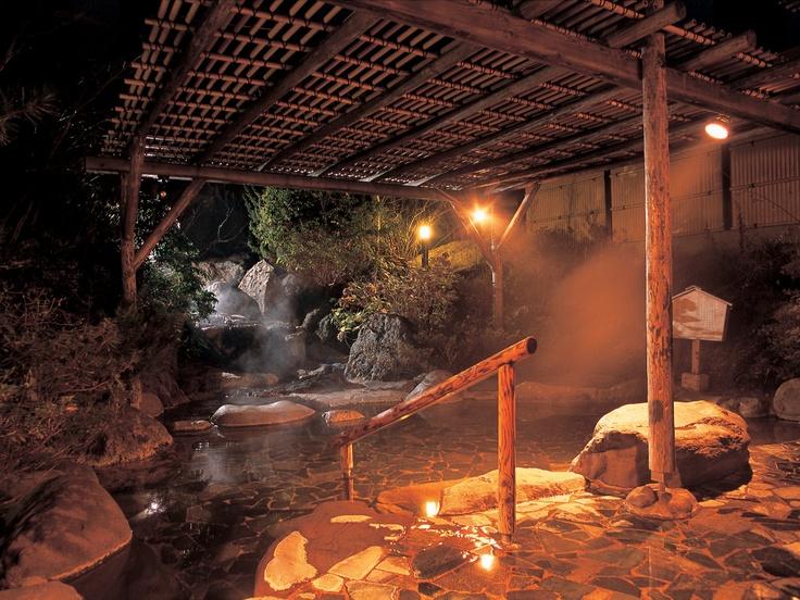 夜のライトアップ露天風呂