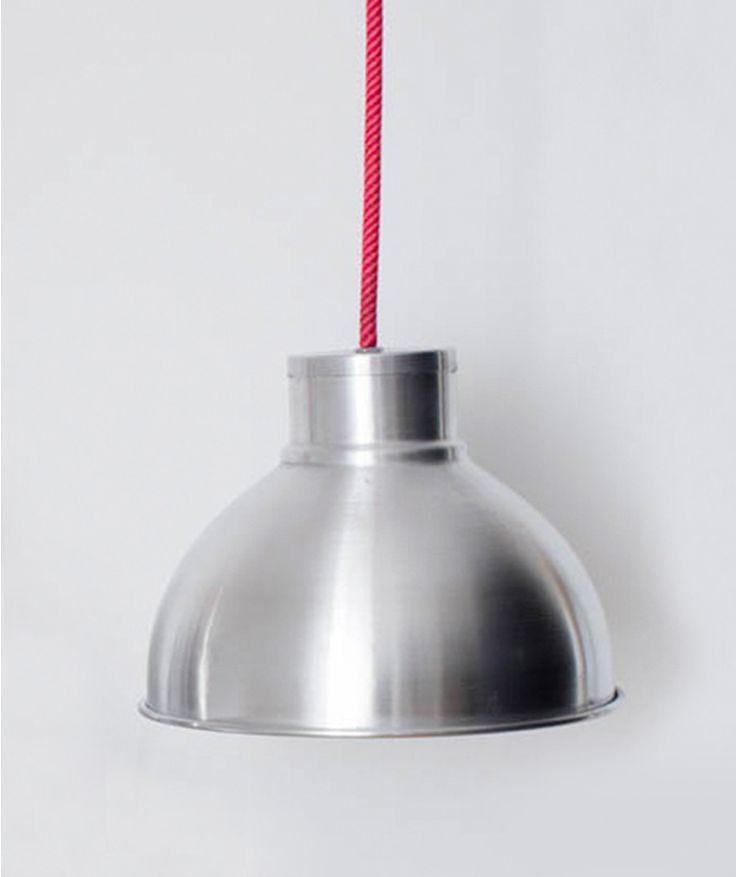 Campana Aluminio Pequeña - Lámpara de techo, cuerda en azul, rojo o gris. $170.000 COP (Envío gratis). Cómprala aquí--> https://www.dekosas.com/productos/decoracion-hogar-vida-util-lampara-campana-pequena-aluminio-detalle