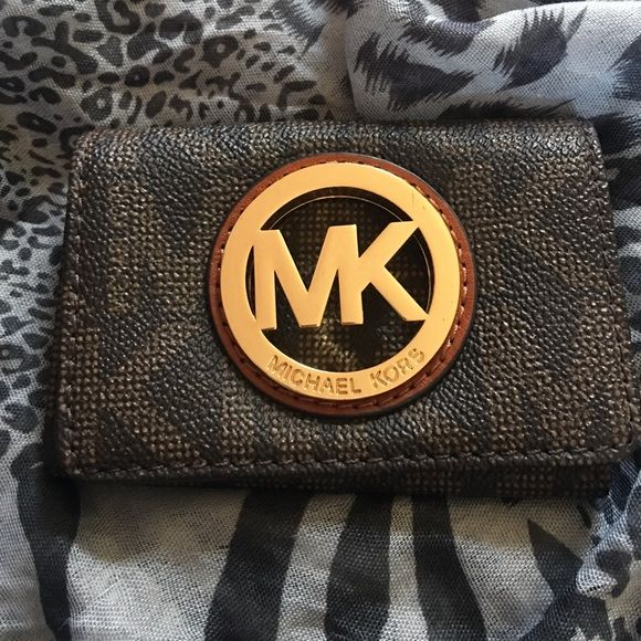 Michael kors coin purse Small yet needy, Michael kors coin purse. Used only once. Like new. Feel free to ask questions, sorry no trades. Michael Kors Bags Wallets