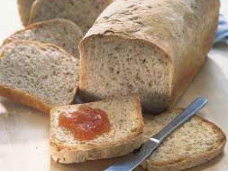 Formfranska med lite tugg i. Brödet går lätt och fort att baka och är gott att rosta. Går att frysa in - på så vis finns färskt bröd att rosta varje morgon. Eftersom brödet får jäsa riktigt länge blir det extra smakrikt. Gör en hel sats om det finns tillgång till bakmaskin, halvera om brödet ska bakas för hand.