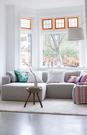 prettyLiving Room Decor, Bays Windows, White Living, Couch, Interiors, Livingroom, Cozy Spaces, Beautiful Living Room, White Room