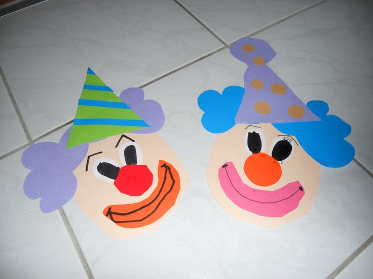 klauni - clowns  z barevného papíru