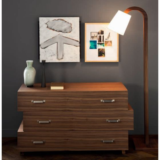 Wooden chest of drawers from the simple and elegant lines. A remake of the classic chest of drawers in a modern way | Available on our online design shop http://www.malfattistore.it/product/lc-63/ | #malfattistore #interiordesign #modernfurniture #homedecore #drawer #bedroom #wood