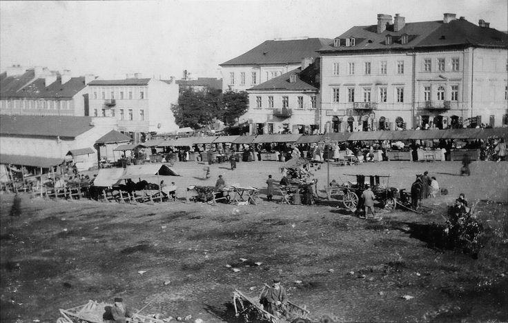 Lubartowska przed 1893 rokiem Luka miedzy Lubartowska Nr 23 i 25. Projekt zabudowy luki powstał 1889 r. i zrealizowano go przed 1893 r.. Brak tez naroznej kamienicy wybudowanej w 1906 roku. źródlo; PW1977