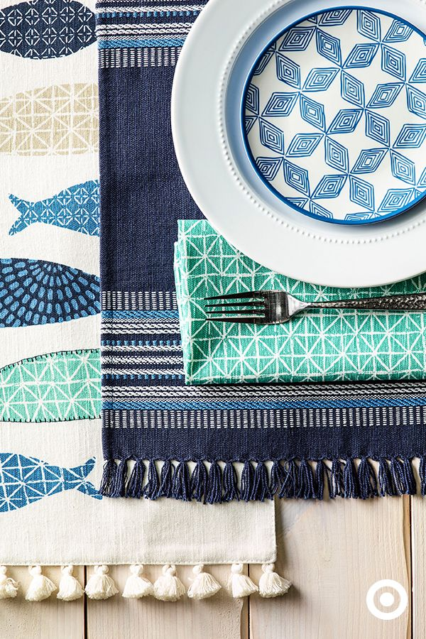 Patterns were made to be mixed. Whether it's dinner for two or dinner for ten, these plates, napkins and placemats are a gotta-have.