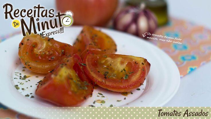 Que tal sair do convencional e assar os tomates assados com um pouco de orégano e manjericão para ficarem com gostinho de pizza? Essa receita fica muito sa