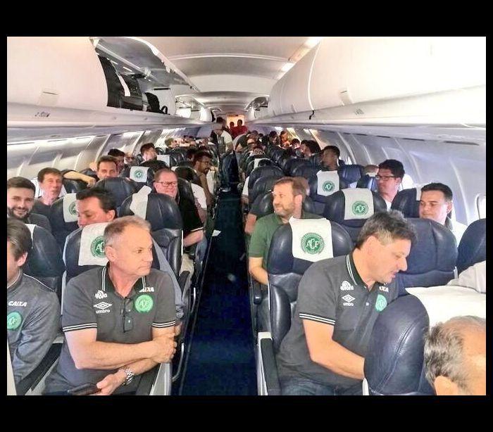 InfoNavWeb                       Informação, Notícias,Videos, Diversão, Games e Tecnologia.  : Avião com time da Chapecoense cai na Colômbia