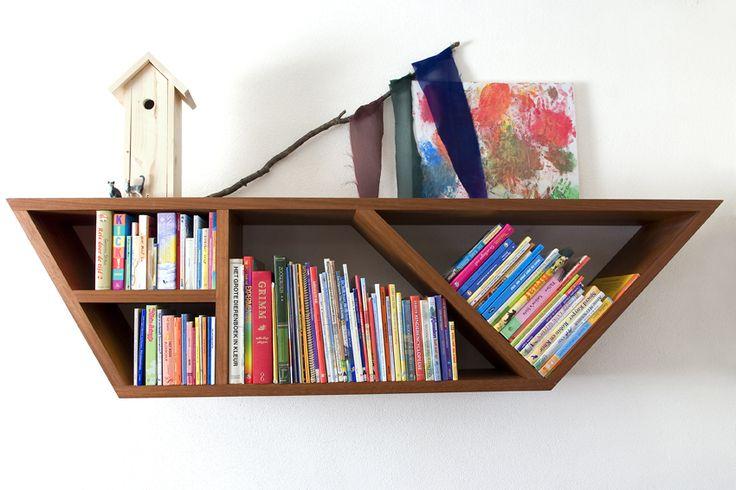 Boekenboot van gerecycled Mahonie