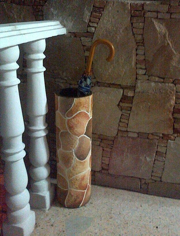 Tubo de cartón imitación a piedra.