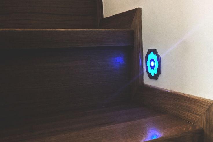 Niepowtarzalny wzór, białe lub niebieskie oświetlenie - lampka podtynkowa LED montowana w puszce.